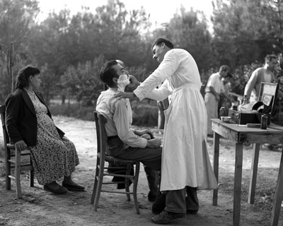 Υπαίθριος Κουρέας στη Λάρισα, 1960