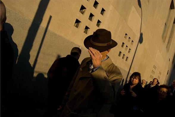 στιγμιότυπο δρόμου, άνδρας με καπέλο