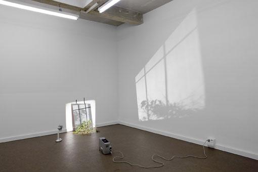 άδειο δωμάτιο, πίνακας, επιδαπέδιος φωτισμός