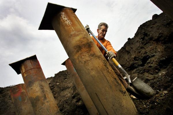εργάτης σκάβει
