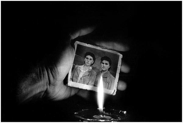 χέρι, ασπρόμαυρη παλιά φωτογραφία, φως κεριού