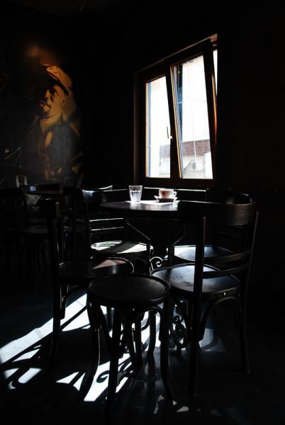 σκιά τραπεζιού, φως από παράθυρο, ποστερ τζαζίστα