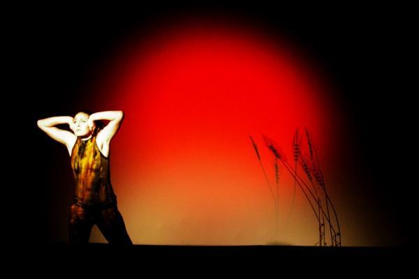 χορεύτρια σε σκηνή θεάτρου