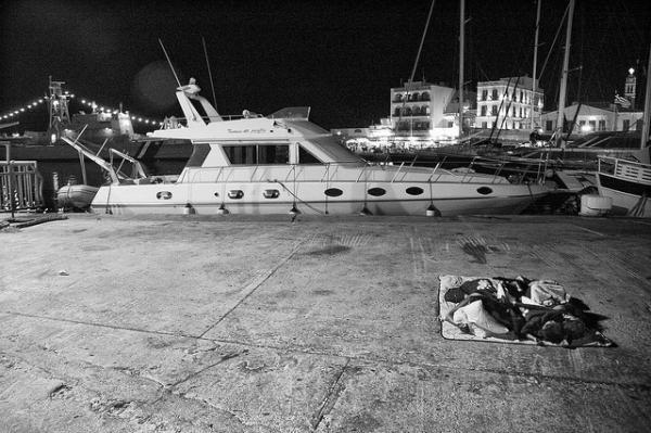 Λιμάνι Τήνου, ασπρόμαυρη φωτογραφία