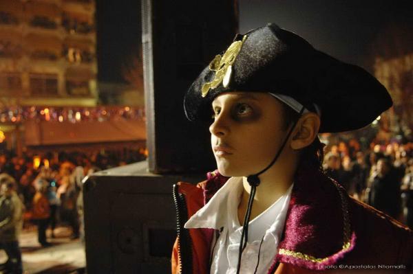 αγόρι ντυμένο πειρατής