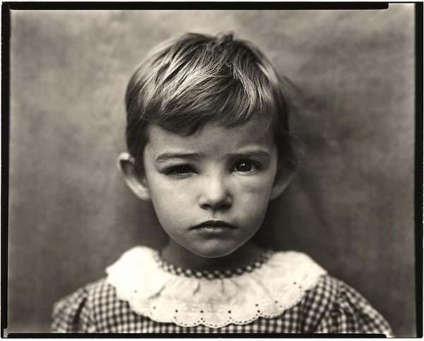 φωτογραφία: Sally Mann / πορτρέτο μικρού κοριτσιού