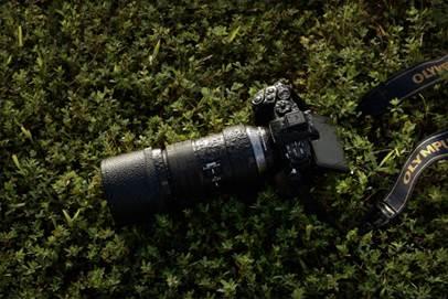 φωτογραφική μηχανή Olympus με τον τηλεφακό M.ZUIKO DIGITAL ED 300mm1 1:4.0 IS PRO