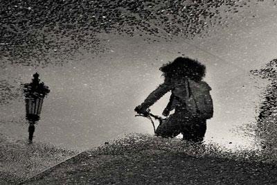 αντανάκλαση, νερό, κορίτσι, ποδήλατο, ασπρόμαυρη φωτογραφία, photosunday