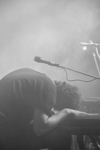Φωτογραφία διαγωνισμού, μουσικός πέφτει πάνω στα πλήκτρα