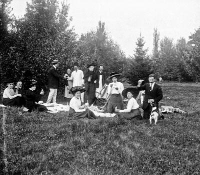 αναμνηστική φωτογραφία εποχής σε πάρκο