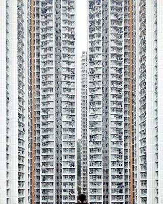 ALONE / ουρανοξύστες και ένα κεφάκι άνδρα
