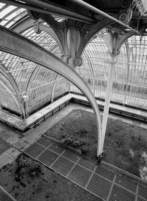 ασπρόμαυρη φωτογραφία, εσωτερικό κτηρίου, γραμμές