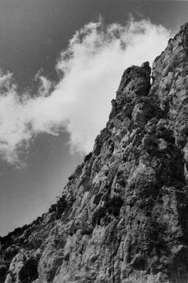 ασπρόμαυρη φωτογραφία, βράχος, σύννεφο