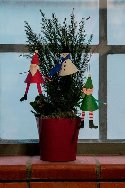 γλάστρα με χριστουγεννιατικα στολίδια