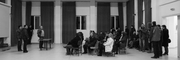 ασπόμαυρη αναμνηστική φωτογραφία από κοπή πίτας της ΦΛΛ