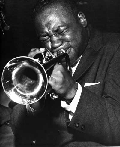 αφροαμερικανός τζαζίστας που παίζει σαξόφωνο