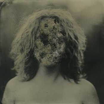 πορτραίτο μίας γυναίκας με θολό πρόσωπο