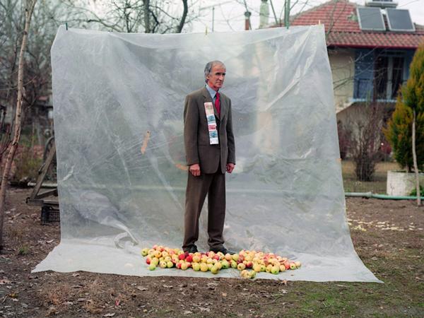 Άντρας με μήλα, 2008