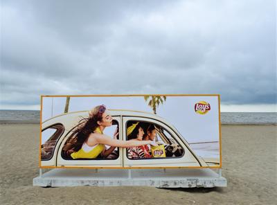 παραλία, διαδημιστική αφίσα με της lay's