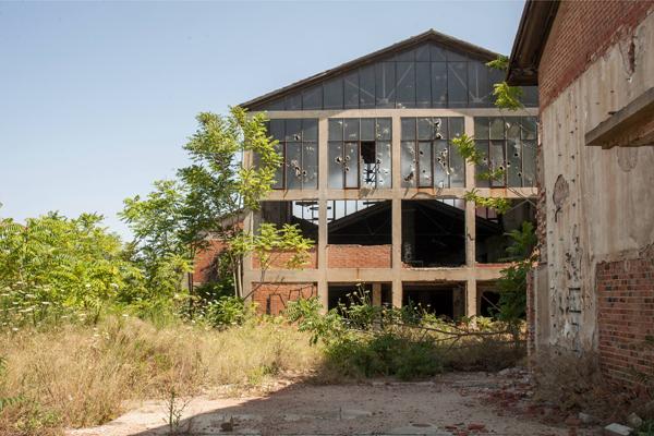 εγκαταλελλειμένο κτήριο