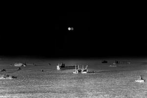 πλοία σε θάλασσα, ασπρόμαυρη φωτογραφία
