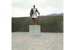 άγαλμα στρατιώτη με παραδοσιακή στολή
