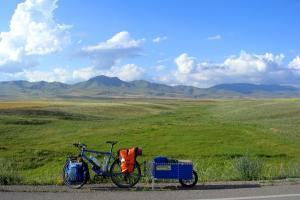 ποδήλατο και τρόλεϊ σε ένα δρόμο