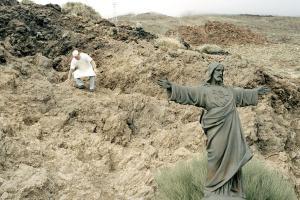 άγαλμα του Ιησού σε κάποιο βουνό και ένας μάγειρας
