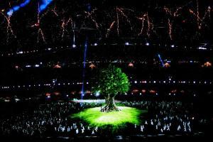 δέντρο και γύρω του φωτισμού, πειραματική φωτογραφία