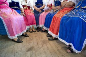 γυναίκες με παραδοσιακές φορεσιές
