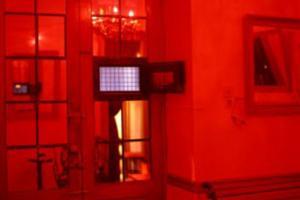 πόρτα, κόκκινο δωμάτιο