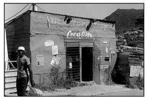 ασπρόμαυρη φωτογραφία, μίνι μάρκετ, coca-cola