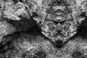 πρόσωπο σχηματισμένο σε βράχο