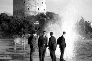 παραλιακή Θεσσαλονίκης, 4 άνδρες, λευκός πύργος
