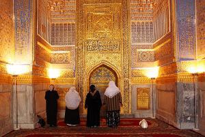 γυναίκες σε τζαμί στο Ουζμπεκιστάν