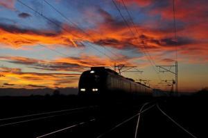 ηλιοβασίλεμα, τρένο