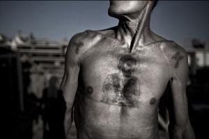 στήθος γυμνού άνδρα
