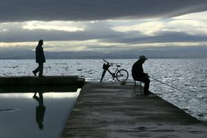 άνδρες στο λιμάνι