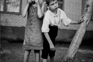 παιδιά με παραμορφωμένο πρόσωπο