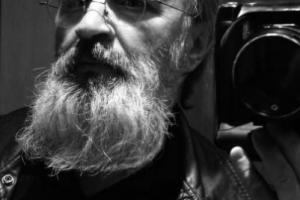 πορτραίτο, Βασίλης Καρκατσέλης