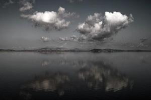 σύννεφα, ορίζοντας, αντανάκλαση σε νερό