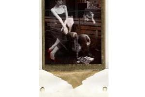 παλιά φωτογραφία κολλημένη σε χαρτόνι