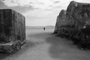 ασπρόμαυρη φωτογραφία, Λίβανος, έρημος, σιλουέτα γυναίκας