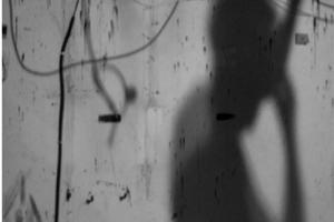 ασπρόμαυρη φωοτγραφία, άνθρωπος, σκιά