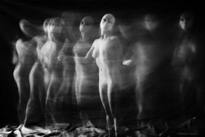 φωτογραφία Μάγδα Βογιατζή γυμνή γυναίκα με μάσκα