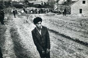ασπρόμαυρη φωτογραφία, άνδρας, δρόμος, επαρχία