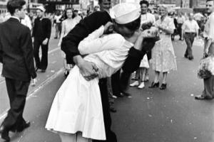 ασπρόμαυρη φωτογραφία, ζευγάρι, φιλί
