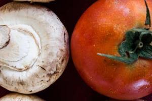 κρεμμύδια, ντομάτα