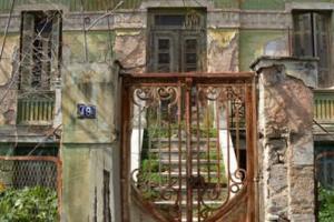αυλόπορτα παλαιού κτηρίου
