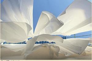 απλωμένη λευκή μπουγάδα